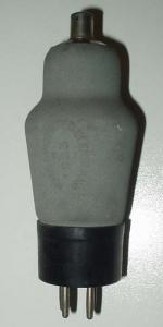Marconi   4 pins   1 thick - culot ancien européen Poids : 50 grammes Hauteur : 12.2 cm (avec pins et thick) Diamètre : 4.5 cm