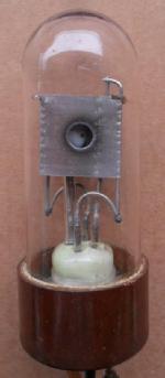 14-15, Deuteriumlampe, P/N 1292 ?, Gewicht 40g, Länge 85g,  Durchmesser 35mm, durchkontaktierter Duroplastsockel, 3 angelötete Anschlussdrähte.