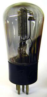 REN904 (Feb. 1935) von Telefunken ohne Metallisierung.