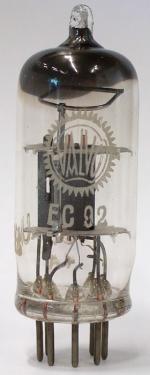 Valvo EC92 erste Ausführung (1952). Beachte die Form des Getters und des Presstellers/der Stifte.