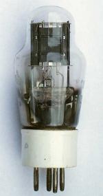 Sockel in Keramikausführung Stempelung: VT105  10E/216  Markenzeichen: Krone mit Initialen AM (auf Foto schwer erkennbar)