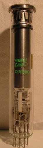 MINIWATT DARIO  VIDICON   8 pin   1 de coupée Poids : 44 grammes Hauteur : 14.3 cm Diamètre : 3.6 cm