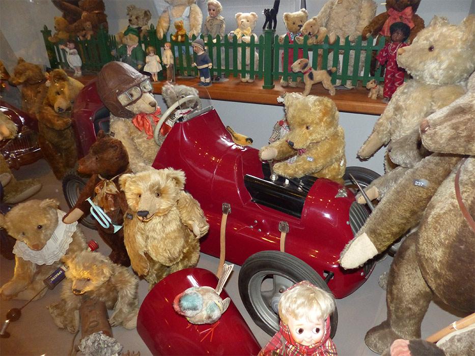Spielzeug welten museum basel finder guide radio