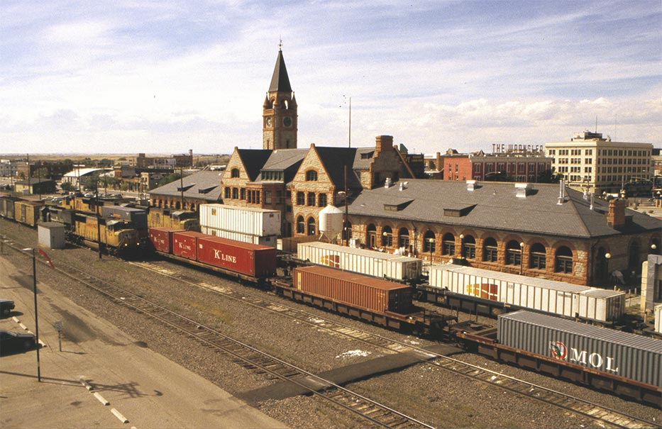 Cheyenne (WY) United States  city photos gallery : Pacific Railroad Depot, rail side. Foto: Teun den Dekker Cheyenne ...