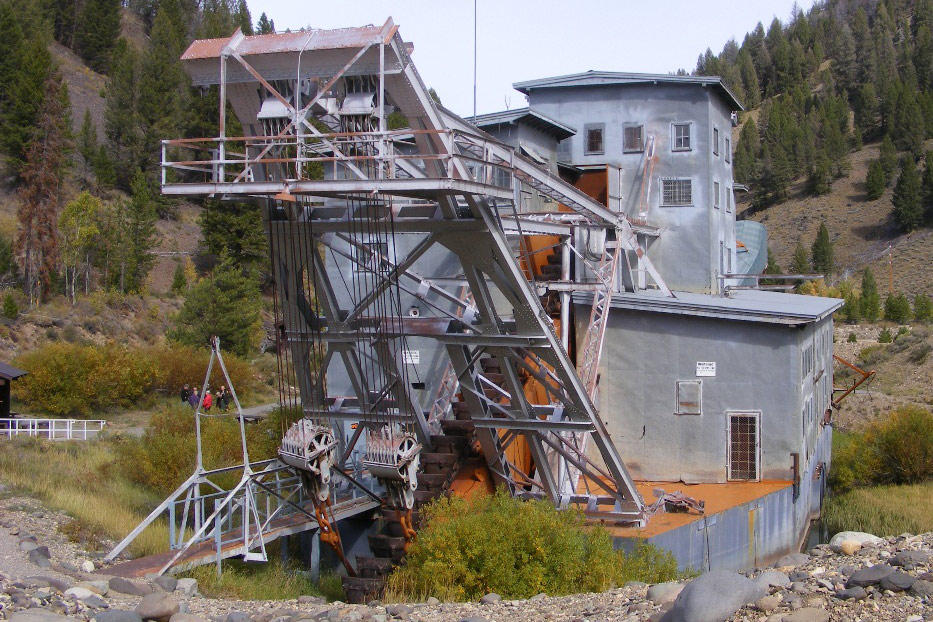 Yankee Fork gold dredge :: Museum Finder, Guide, Radio, tech